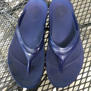 OOFOS Luxe Navy Recovery Sandals
